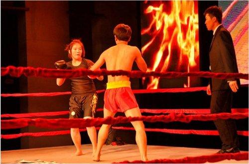 中泰对抗赛冠军齐畅VS散打冠军项征,巾帼不让须眉