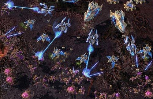 《星际争霸II》无兄弟 不星际 小伙伴大战科普卢星区