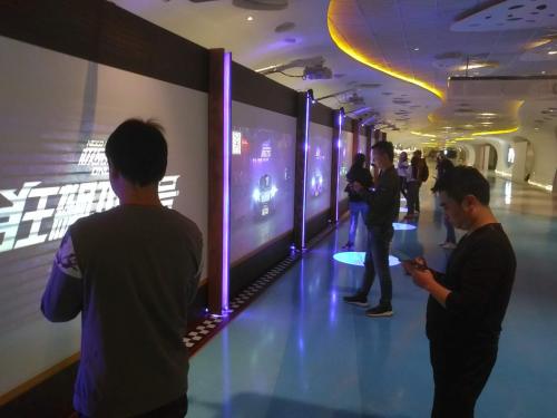 上海中心地下通道惊现真实极品飞车!